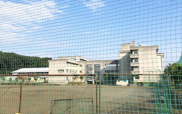 内出中学校