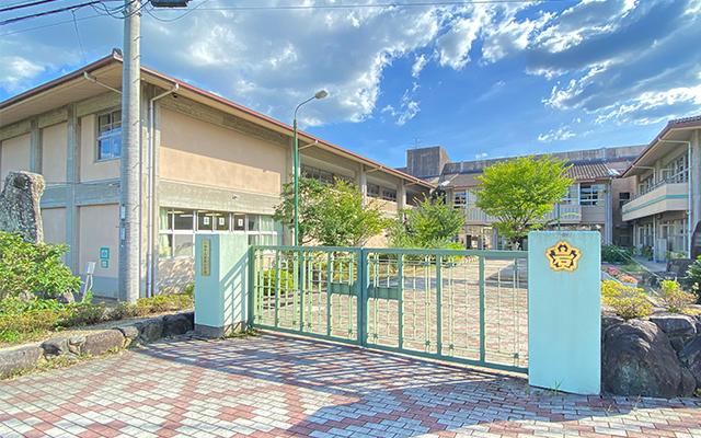 岩松小学校